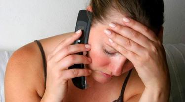 8 Tips menghindari penyakit kanker akibat radiasi ponsel