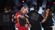 Hitungan waktu mundur Asian Games berlangsung meriah. Acara bertambah meriah dengan hadirnya dua idola asal Korea Selatan SNSD, Taeyeon dan Hyoyeon. Tidak hanya itu, acara juga diramaikan musisi tanah air.  (Bambang E. Ros/Bintang.com)