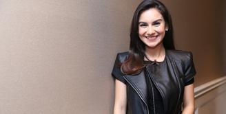 Pesinetron Irish Bella kembali terlibat dalam layar lebar. Artis kelahiran Cirebon itu menjadi salah satu pemeran utama dalam film Kembang Kantil. (Nurwahyunan/Bintang.com)