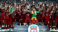 Liverpool meraih trofi Piala Super Eropa 2019 setelah mengalahkan Chelsea dengan skor 5-4 lewat adu penalti (skor 2-2), di Vodafone Park, Istanbul, Rabu (4/8/2019) malam waktu setempat. (AP Photo/Thanassis Stavrakis)