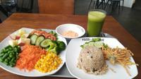 Menu Vegetarian Restoran Loving Hut di Ciputra World Jakarta. (Liputan6.com/Henry)