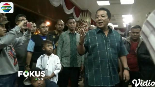 Kepada para pengungsi, Gubernur meminta untuk tidak perlu khawatir lagi karena tsunami dipastikan tidak terjadi.
