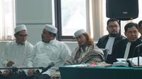 Terdakwa perkara penganiayaan remaja Bahar bin Smith menjalani sidang dengan agenda pemeriksaan saksi di Gedung Perpustakaan dan Arsip Kota Bandung. (Huyogo Simbolon