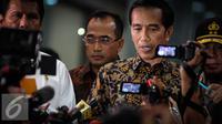 Presiden Joko Widodo (Jokowi) saat memberikan keterangan pers terkait operasi tangkap tangan (OTT) pungutan liar (pungli) di Kemenhub, Jakarta, Selasa (11/10). (Liputan6.com/Faizal Fanani)