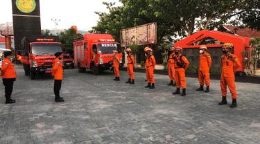 persiapan personel Basarnas Palu menuju Majene