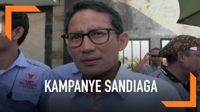 Sandiaga Uno sampaikan keprihatinannya terkait pemecatan guru honorer di Banten setelah berfoto dengan pose dua jari dan membawa stiker capres.
