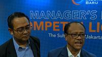 Direktur interim PT LIB, Dirk Soplanit seusai Manajer Meeting Liga 1 2019 di Hotel Sultan, Selasa (7/5/2019). (Bola.com/Muhammad Adiyaksa).