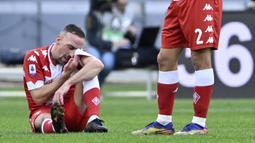 Kontrak Frank Ribery bersama Fiorentina sudah habis sejak 30 Juni 2021 kemarin. Walaupun usianya sudah terbilang tua, Ribery masih menunjukkan performa yang cukup baik dengan dibuktikan telah mencetak dua gol dan tujuh assist. (Foto: AFP/Alberto Pizzoli)