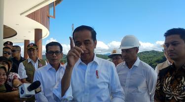 Presiden Joko Widodo (Jokowi) melakukan kunjungan kerja ke Puncang Waringin yang akan menjadi pusat industri kreatif (creative hub) di Kabupaten Labuan Bajo, Nusa Tenggara Timur (NTT), Senin (20/1/2020).