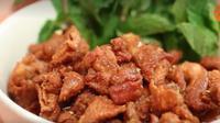 Resep kulit ayam goreng yang renyah (Dok.Kokiku TV/Vidio.com)