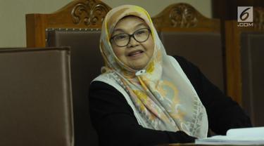 Mantan Menteri Kesehatan Siti Fadilah Supari saat menjalani sidang perdana PK kasus korupsi pengadaan alat kesehatan di Pengadilan Tipikor, Jakarta, Kamis (31/5). Sebelumnya, Siti Fadilah dipidana penjara empat tahun. (Liputan6.com/Helmi Fithriansyah)