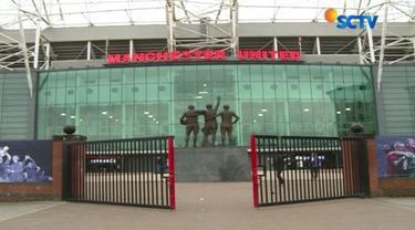 Tak hanya menjamu para penggila sepak bola, Stadion Old Trafford ternyata juga menarik untuk dikunjungi para wisatawan dari berbagai negara.
