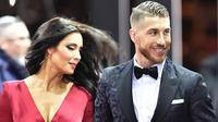 Bek Real Madrid, Sergio Ramos, didampingi sang istri, Pilar Rubio, menghadiri acara FIFA Ballon d'Or 2015 di Zurich, Swiss, Senin (11/1/2016). (AFP/Michael Buholzer)