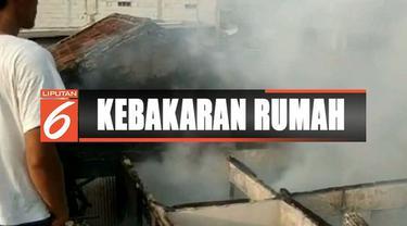 Sebuah warung nasi dan beberapa rumah warga di Kampung Makasar, Jakarta Timur, hangus terbakar diduga akibat gas bocor.