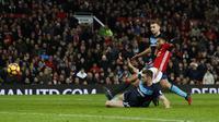 Proses gol penyeimbang Manchester United (MU) ke gawang Middlesbrough yang dicetak Anthony Martial. (Reuters / Jason Cairnduff)