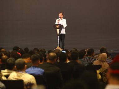 Presiden Joko Widodo memberikan sambutan saat pelantikan pengurus Himpunan Pengusaha Muda Indonesia (HIPMI) periode 2019-2024, di Jakarta, Rabu (15/1/2020). Tema Hipmi kali ini adalah peningkatan kualitas SDM pengusaha muda Indonesia menyambut era bonus demografi. (Liputan6.com/Angga Yuniar)