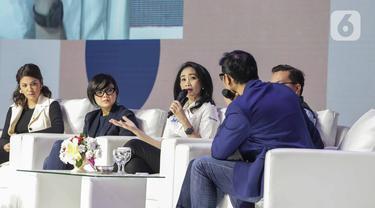 Direktur Konsumer BRI, Handayani (ketiga kiri) memberikan paparan saat menjadi pembicara dalam BRILIANPRENEUR 2019 di JCC, Jakarta, Sabtu (21/12/2019). Handayani mengatakan, BRI mendorong produk UMKM dalam negeri bisa bersaing di pasar global agar bisa diekspor. (Liputan6.com/Faizal Fanani)