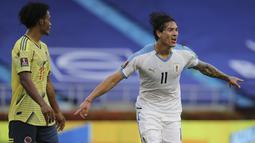 Penyerang Uruguay, Darwin Nunez berlari saat merayakan gol ketiga untuk timnya ke gawang Kolombia dalam laga Kualifikasi Piala Dunia 2022 zona Amerika Selatan di stadion Metropolitano, Barranquilla, Jumat (13/11/2020). Uruguay mengalahkan Kolombia 3-0. (AP Photo/Fernando Vergara)