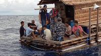8 warga Filipina penjaga rumpon ditangkap Lanal Tahuna. Foto: (Yoseph Ikanubun/Liputan6.com)