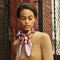 Jauh dari kesan bosan, Anda bisa tambahkan sentuhan scarf pada gaya sehari-hari (Foto: Marieclaire.com)