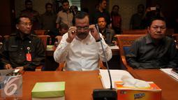 Jaksa Agung HM Prasetyo (Tengah) saat menghadiri rapat dengan Pansus Pelindo, di Jakarta, Kamis (29/10/2015). Dalam rapat ini DPR meminta penjelasan Kejagung terkait kasus Pelindo II. (Liputan6.com/Johan Tallo)