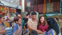 Djarot yang sat ini berstatus sebagai anggota DPR RI dari Dapil Sumut III mengatakan, istrinya, Happy, memiliki banyak teman desainer di Jakarta. Happy juga aktif di Dekranas atau Dewan Kerajinan Nasional.