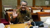 Deputi Gubernur BI, Perry Warjiyo tersenyum saat menjalani uji kepatutan dan kelayakan (fit and proper test) mengenai visi dan misi jabatan Gubernur BI dengan Komisi XI DPR RI, di kompleks Parlemen, Jakarta, Rabu (28/3). (Liputan6.com/Johan Tallo)