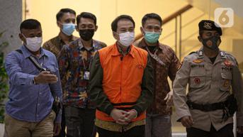 FOTO: Kenakan Rompi Oranye dan Diborgol, Wakil Ketua DPR Azis Syamsuddin Ditahan KPK