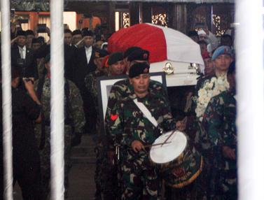 Prajurit TNI Iringi Upacara Persemayaman Ani Yudhoyono