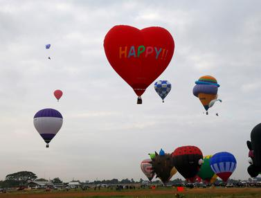 Menikmati Warna-warni Balon Udara Raksasa di Langit Filipina