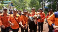 Evakuasi Nenek Keben yang hilang di Hutan Pohkumbang, Kebumen berlangsung dramatis. (Foto: Liputan6.com/Pusdalops-PB Kebumen/Muhamad Ridlo)