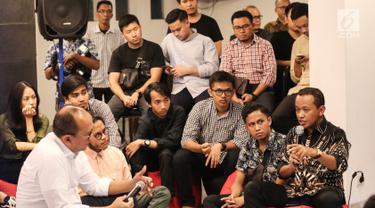 Direktur Penggalangan Pemilih Muda TKN Jokowi-Amin, Bahlil Lahadalia saat menjadi pembicara pada talkshow Kamis Kerja di Hub 86 Jakarta, Kamis (10/1). Talkshow mengusung tema Bisnis Tanpa Hutang, Emang Mungkin? (Liputan6.com/Fery Pradolo)