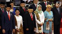 (kiri ke kanan) Joko Widodo atau Jokowi, Iriana, Ma'ruf Amin, Wury Estu Handayani, Mufidah, dan Jusuf Kalla foto bersama usai pelantikan Presiden dan Wakil Presiden RI periode 2019-2024 di Gedung Nusantara, Jakarta, Minggu (20/10/2019). (Liputan6.com/JohanTallo)
