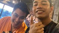 Momen kekompakan Baim Wong dan Fiki Naki bak saudara kandung. (Sumber: Instagram/fikinakii)