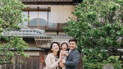 Kebahagiaan Chelsea dan Glenn makin lengkap ketika  Nastusha Olivia Alinskie lahir pada tanggal 9 September 2016. Keluarga kecil Chelsea dan Glenn selalu terlihat manis di berbagai kesempatan. (Liputan6.com/IG/chelseaoliviaa)
