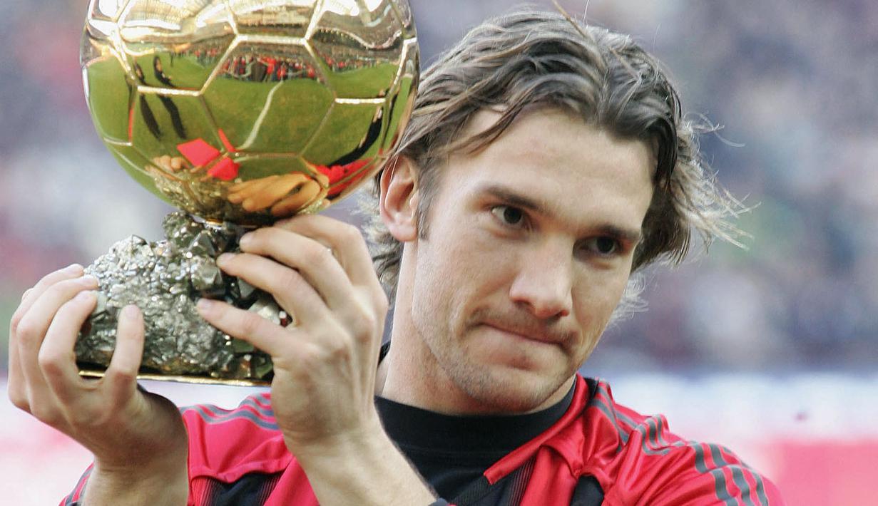 Andriy Shevchenko merupakan satu-satunya pemain Ukraina yang pernah meraih Ballon d'Or sampai saat ini. Ia tampil tajam bersama AC Milan pada musim 2003/2004 dengan menorehkan 24 gol. Berkatnya AC Milan berhasil rebut gelar Scudetto musim tersebut. (Foto: AFP/Paco Serinelli)