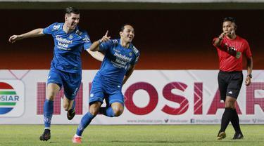 FOTO: Persib Bandung sementara Unggul Telak 3-0 atas Persebaya Surabaya di Babak Pertama - Ezra Walian