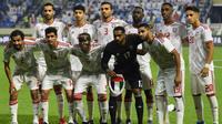 Timnas Uni Emirat Arab (UEA) sebelum laga melawan Timnas Indonesia di Stadion Al Maktoum, Dubai (10/10/2019). (AFP/Karim Sahib)