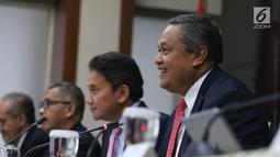 Gubernur BI Perry Warjiyo memberikan penjelasan kepada wartawan di Jakarta, Kamis (20/6/2019). RDG Bank Indonesia 19-20 Juni 2019 memutuskan untuk mempertahankan BI7DRR sebesar 6,00%, suku bunga Deposit Facility sebesar 5,25%, dan suku bunga Lending Facility sebesar 6,75%.(Liputan6.com/Angga Yuniar)