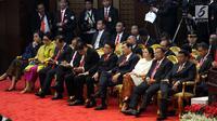 Sejumlah pejabat tinggi negara saat mengikuti Sidang Tahunan MPR, DPR dan DPD di Kompleks Parlemen, Senayan, Jakarta, Kamis, (16/8). Tema sidang tahunan kali ini Bhinneka Tunggal Ika. (Liputan6.com/Johan Tallo)