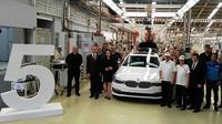 BMW Seri 5 mulai dirakit di Sunter, Jakarta Utara. (Arief/Liputan6.com)