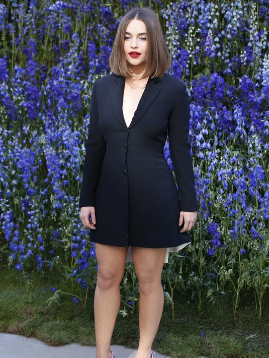 Nama Emilia Clarke kini menjadi banyak dibicarakan sejak dinobatkan sebagai Sexiest Woman Alive oleh Esquire edisi terbaru. (AFP/Bintang.com)