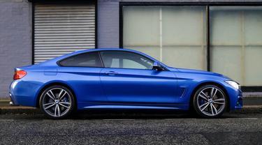 Ilustrasi mobil biru