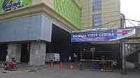 Suasana Blok A Pasar Tanah Abang yang tutup di Jakarta, Jumat (27/3/2020). Sebagai upaya pencegahan penularan virus Corona COVID-19, Perumda Pasar Jaya menutup sementara aktivitas perdagangan di Pasar Tanah Abang Blok A, B dan F terhitung 27 Maret hingga 5 April 2020. (Liputan6.com/Herman Zakharia)