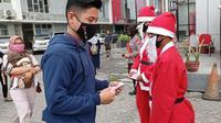 Santa Claus di Gorontalo Bagikan Masker di Gorontalo Perangi Covid-19 Foto: Ist (Arfandi Ibrahim/Liputan6.com)