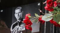 Bunga untuk Pangeran Philip di luar Kastil Windsor. (AP Photo/Frank Augstein)