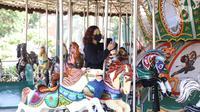 Pengunjung mencoba wahana permainan saat berwisata di Dufan, Ancol, Jakarta, Sabtu (20/6/2020). Setelah ditutup selama dua bulan akibat pandemi COVID-19, kawasan rekreasi Taman Impian Jaya Ancol kembali dibuka. (Liputan6.com/Angga Yuniar)