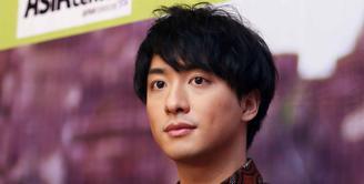 Aktor Jepang pemeran Kamen Rider 000, Shu Watanabe kini bersanding dengan Chelsea Islan. Mereka membintangi FTV yang berjudul When You Wish Upon A Sakura. (Nurwahyunan/Bintang.com)