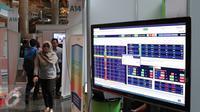 Sebuah layar tentang tabel saham dipajang saat Festival Pasar Modal Syariah 2016, Jakarta, Kamis (31/3). Pertumbuhan pangsa pasar saham syariah lebih dominan dibandingkan dengan nonsyariah. (Liputan6.com/Angga Yuniar)