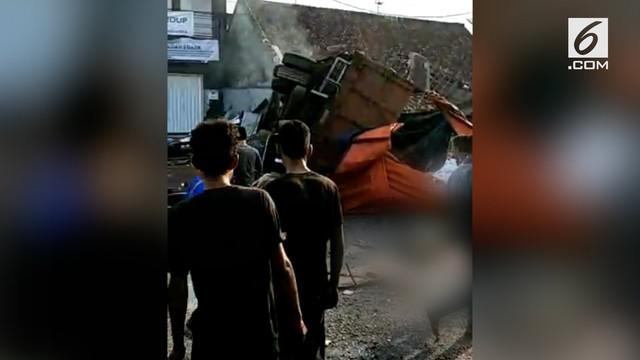 Kecelakaan yang melibatkan truk troton diduga alami rem blong kembali terjadi di jalur selatan Brebes Jawa Tengah